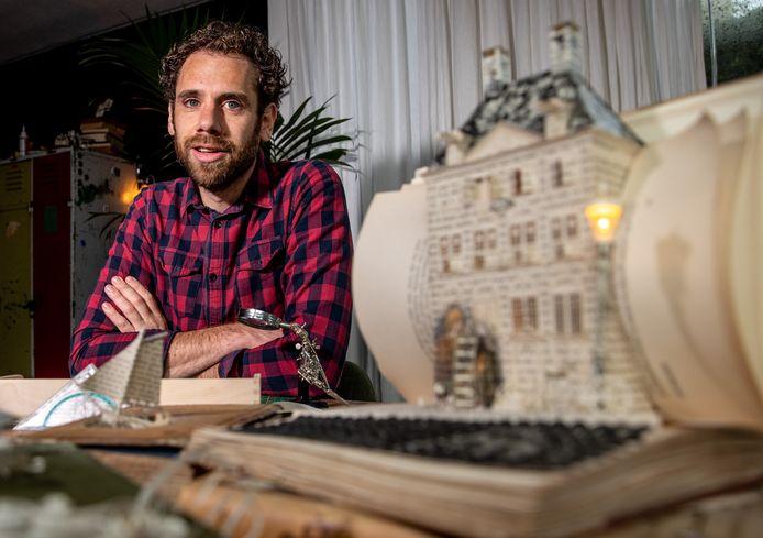 Sietse Muis heeft een nieuw boekproject: hij zoekt verhalen van Zwollenaren aan de hand van een boek. Daaruit wil hij graag een verhaal knippen.