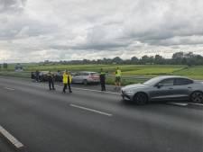 Verdachten gooien half miljoen aan cash uit auto tijdens onstuimige achtervolging op A2