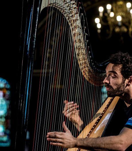 Harpspel met een aanstekelijke beat in de Alphonsuskerk in Beneden-Leeuwen