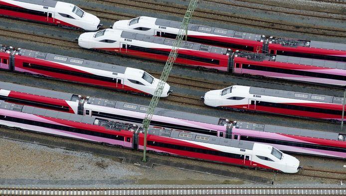 Fyra-treinen geparkeerd op rangeerterrein Watergraafsmeer.