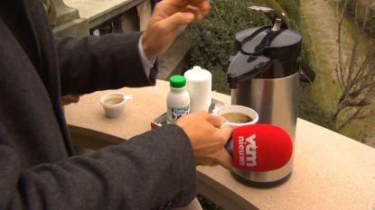 VIDEO. Koning laat koffie aanvoeren voor wachtende journalisten