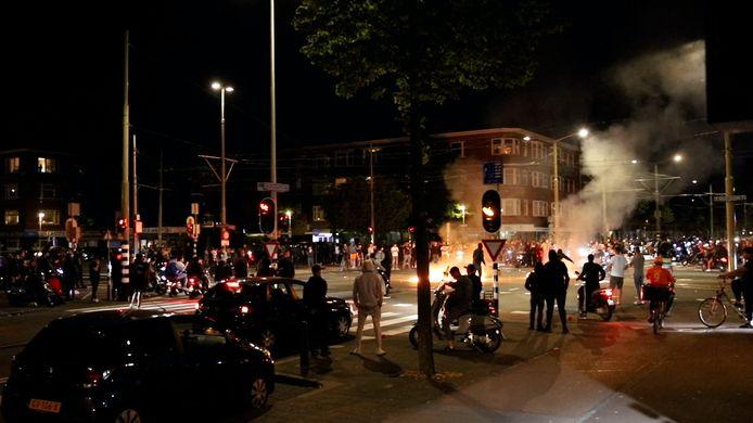 Politie grijpt in op Jonckbloetplein na relletjes.