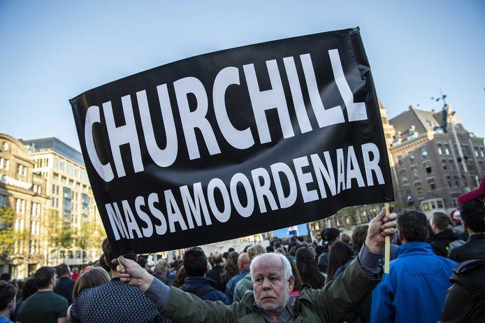 De bewuste actie van Maarten Muskens, op 4 mei 2018 op de Dam in Amsterdam.