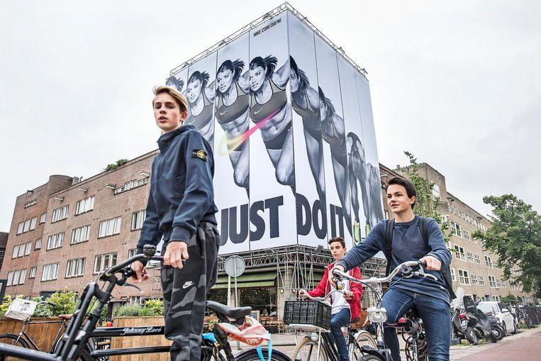 Grote Dafne Schippers-posters van Nike in Den Haag. Beeld null