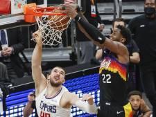 Ayton dunkt Phoenix Suns vlak voor tijd op spectaculaire wijze naar zege op Clippers