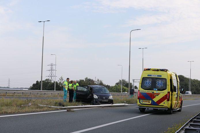 Een eenzijdig ongeval op knooppunt Beekbergen, van de A50 richting A1 richting Deventer. De auto sloeg meerdere malen over de kop.