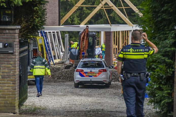 De bouwvakker raakte gewond op een bouwplaats net buiten de bebouwde kom van Oosterbeek.