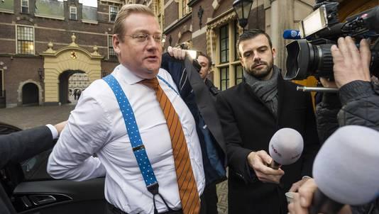 Ard van der Steur bij aankomst op het Binnenhof voor de wekelijkse ministerraad.