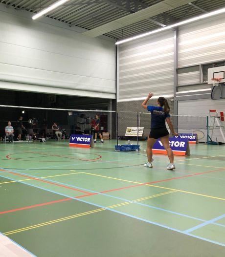 Badmintonners Smashing pakken met invallers eerste punten