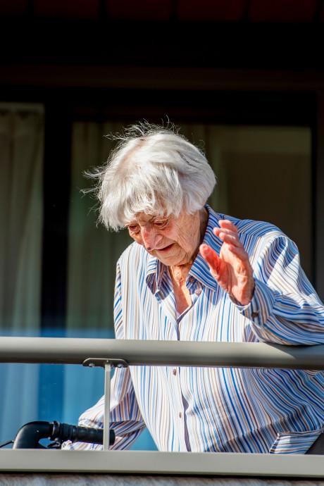 Nuchtere Cornelia Ras (107) geneest van corona: 'Dit hadden we niet verwacht'