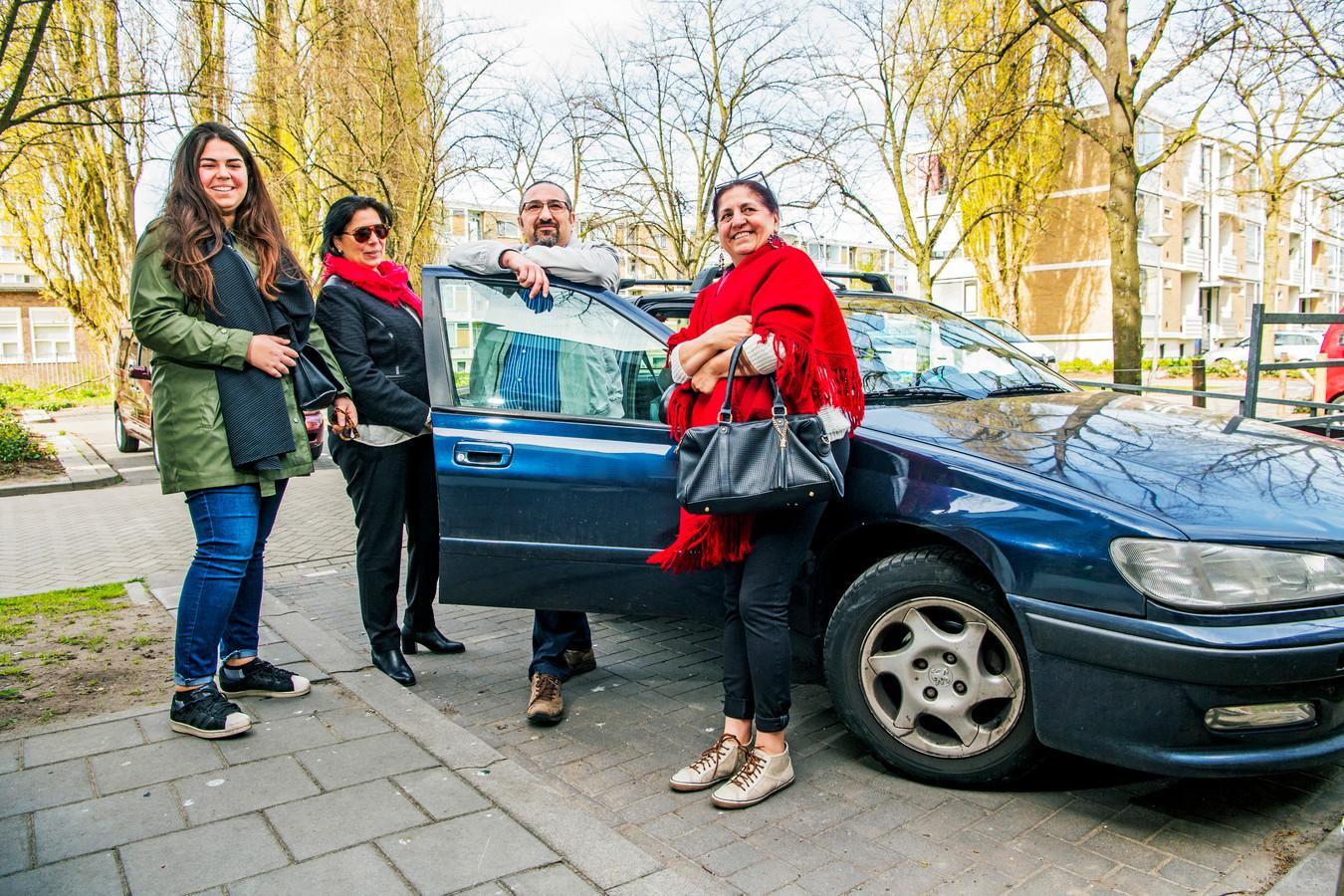 Nee stemmers bij het Turkse referendum zijn uiteindelijk maar met auto's naar Den Haag gegaan
