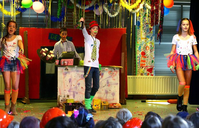 Playbackshow op de Johannes Paulusschool in Heusden.