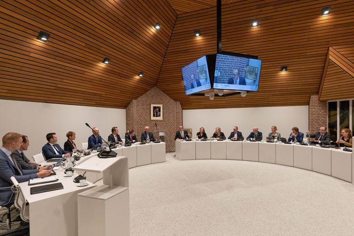 De raadszaal in Staphorst, waar de onwerkbare situatie binnen het college van burgemeester en wethouders lang onbesproken is gebleven.