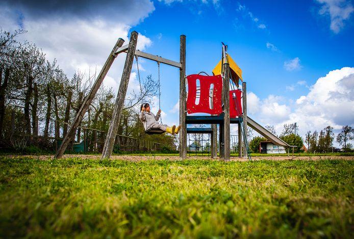 De geliefde speeltuin in Strijensas die op funda te koop staat, als bouwgrond.
