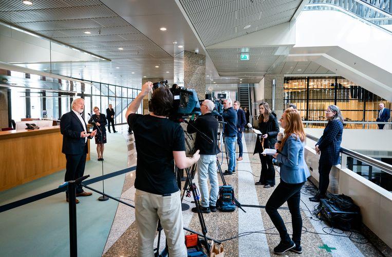 Jaap van Dissel in gesprek met de pers na afloop van een hoorzitting over het coronavirus. Beeld Bart Maat / Hollandse Hoogte /  ANP
