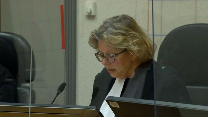 De rechtbank in Assen oordeelde in maart dat vader Van D. vanwege zijn slechte gezondheid niet terecht kan staan. Sindsdien woont hij met zijn jongste kinderen op de Veluwe.