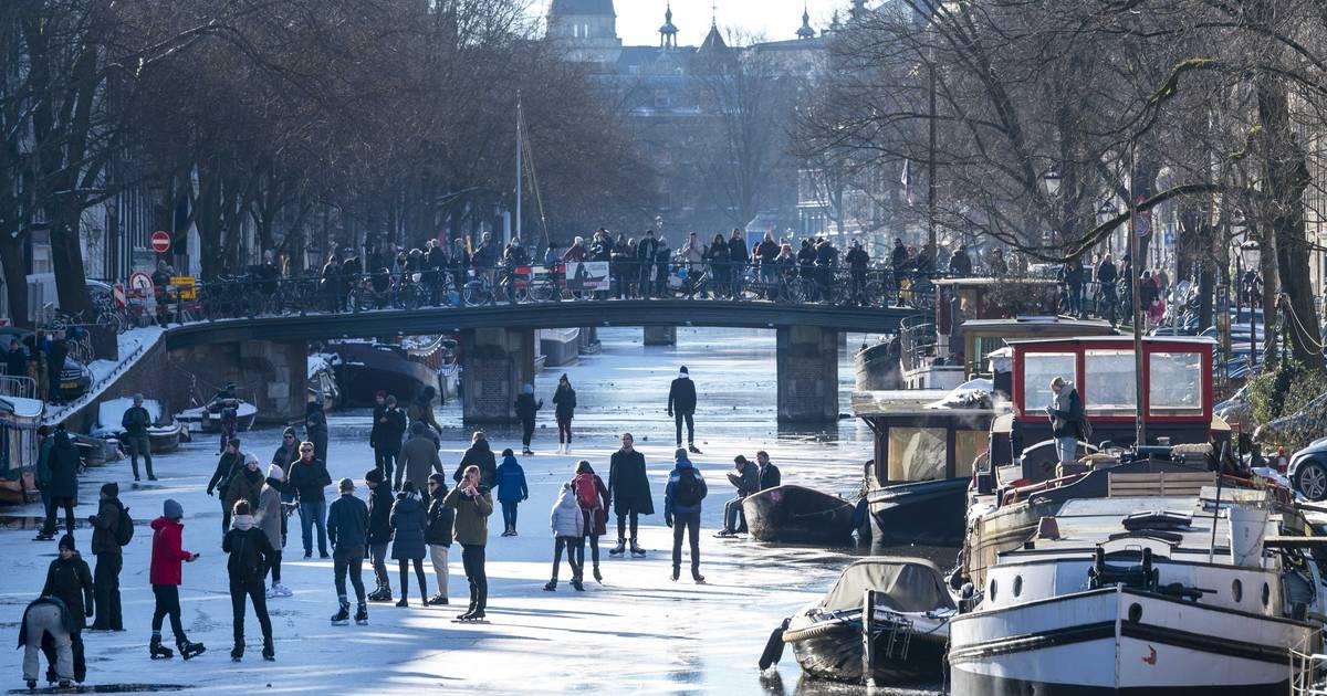 Lees terug: Nederland beleeft dag vol schaatspret, drukte op sommige plekken - AD.nl
