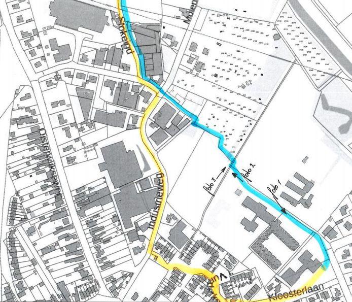 Geel: de huidige, onveilige route tussen de brede school en de sporthal van Moergestel. Blauw: de nieuwe, veilige route.