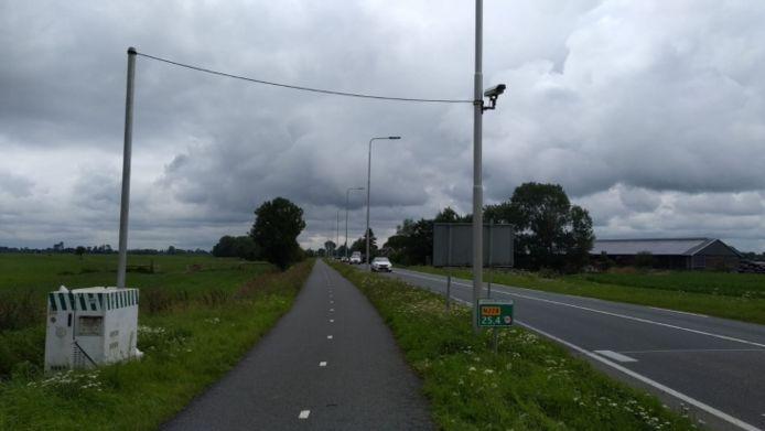 Op dertien locaties langs deze wegen werden twee weken lang camera's geplaatst om het vervoer van gevaarlijke stoffen in beeld te krijgen.