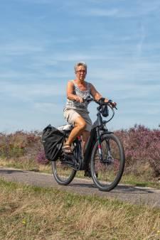We zien steeds meer ouderen en gezinnen die geen idee hebben hoe ze zich moeten gedragen op een smal fietspad