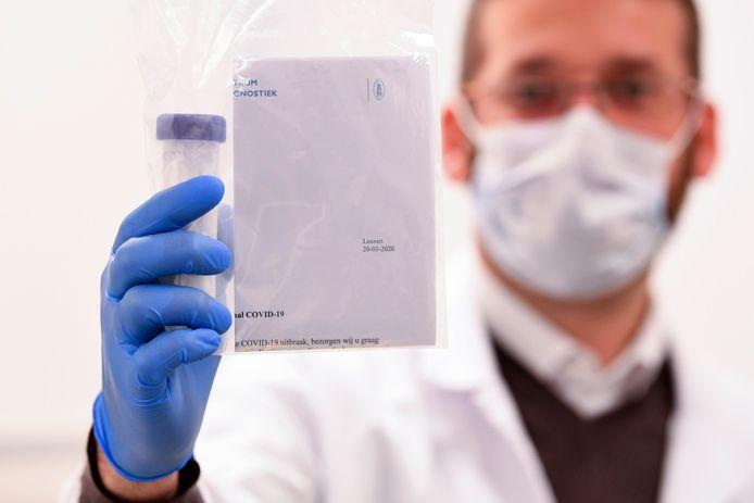 Eén van de mogelijke testen om het coronavirus op te sporen.