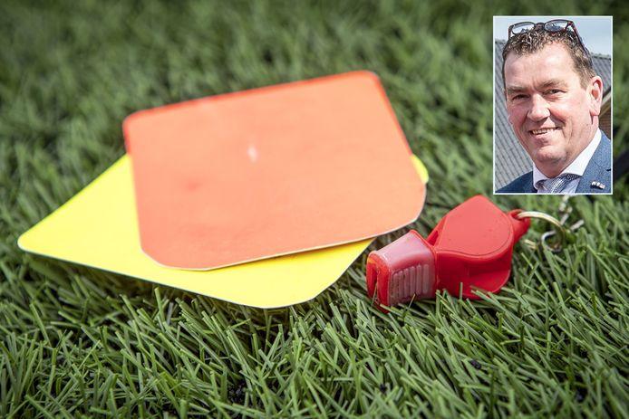 Wordt het een gele kaart voor wethouder Robert Scholten, twee keer geel of zelfs geel én rood? De wethouder wordt in Epe twee keer op het matje geroepen.