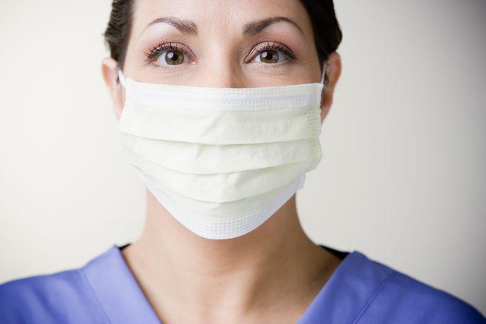 Een arts met een mondmasker. Dit beeld is voor alle duidelijkheid ter illustratie.
