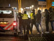 Ruim 200 bekeuringen en 40 arrestaties bij Twentse coronarellen: 'Weten ouders wel wat hun kinderen doen?'