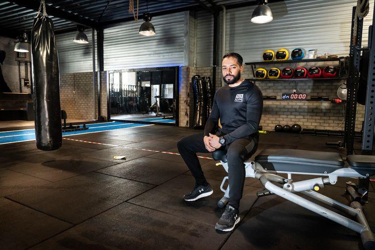 Personal trainer Jay Alvarez in zijn lege sportschool in Weert.  Beeld Maikel Samuels