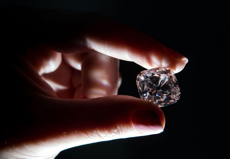 Le Grand Mazarin, een roze diamant van negentien karaat.