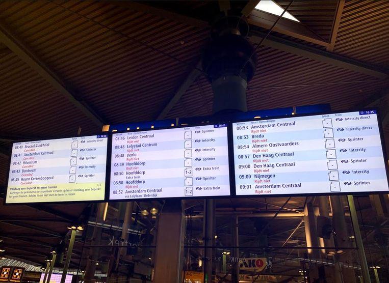 Er rijden geen treinen, op die tussen Schiphol en Amsterdam CS na. Beeld Flora Woudstra Hablé