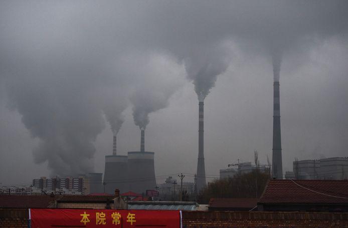 De strengere regels die Peking oplegt om de uitstoot te verminderen, liggen mee aan de oorzaak.