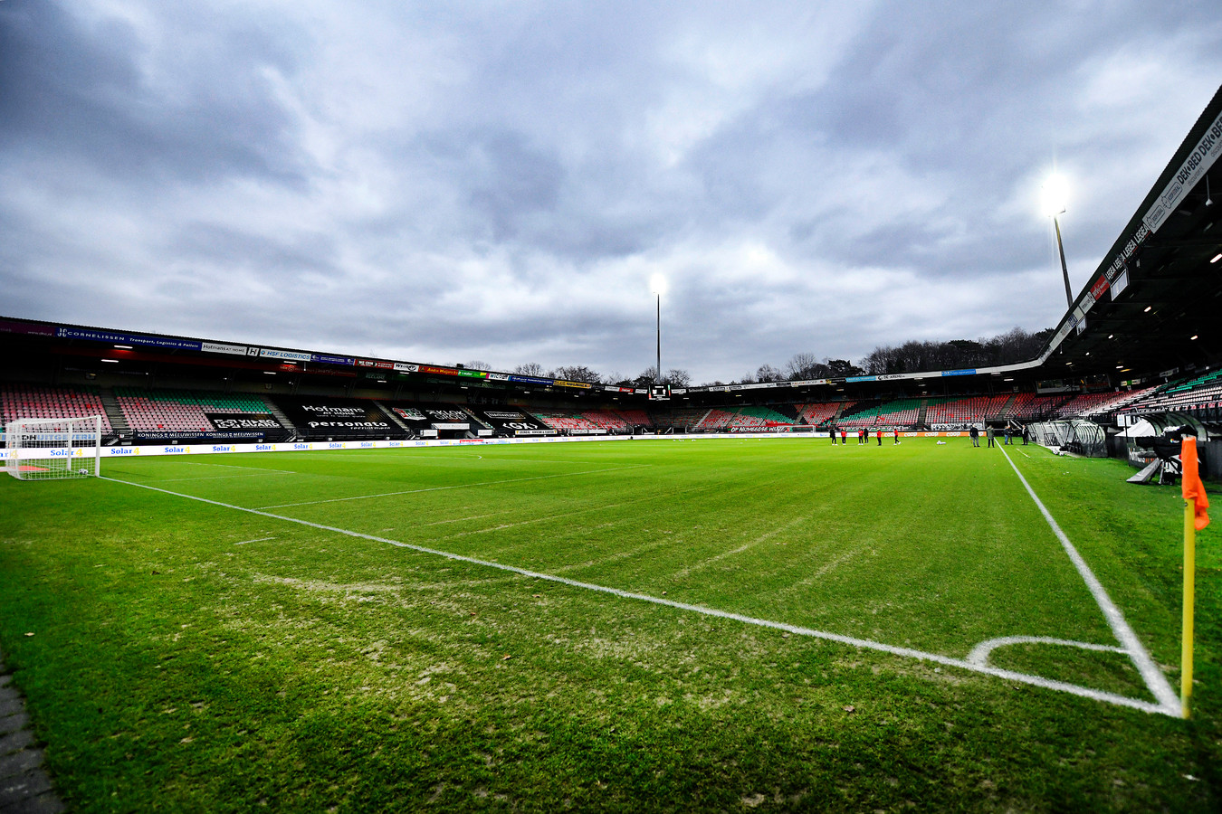 Stadion De Goffert van NEC. Donkere wolken pakken zich samen.