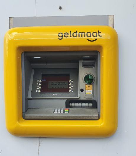 Nieuwe geldautomaat vóór de Plus Eersel