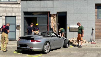 """Porsche reed volgens ooggetuigen aan zeer hoge snelheid: """"Na het geluid van een optrekkende motor, volgde een luide knal en begon alles te daveren"""""""