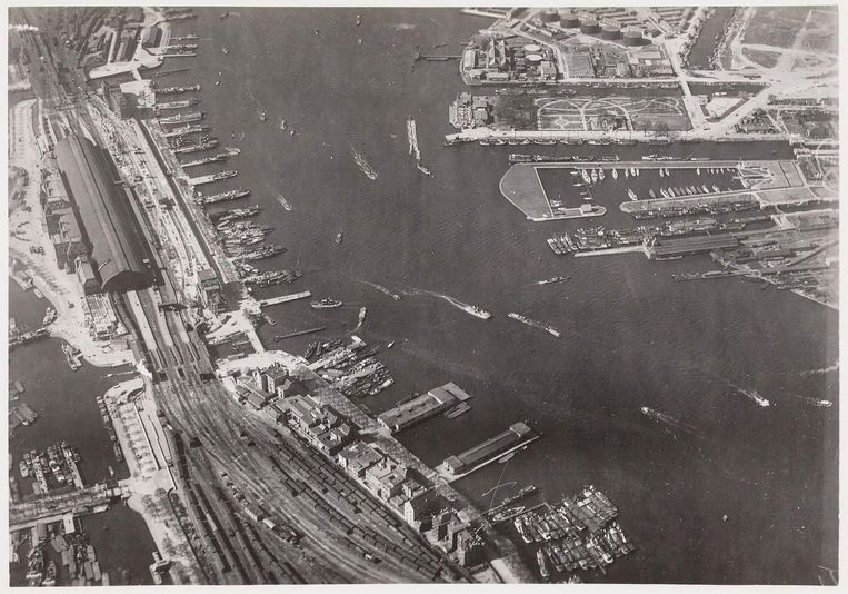 Amsterdam CS en het IJ in 1929. Beeld Stadsarchief