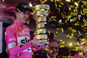 Froome na zijn eindzege in de Giro van 2018.