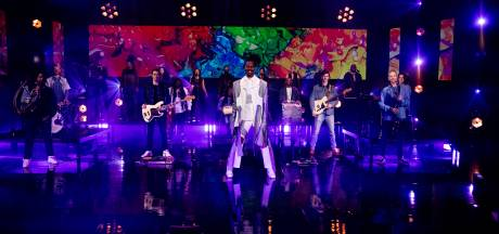 Jeangu Macrooy schittert in Eindhovens Eurovisie-decor