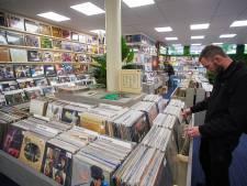 De liefde voor vinyl verbindt jong en oud in platenzaak Wil'm in Oss: 'Onbedoeld met vijf lp's naar huis'
