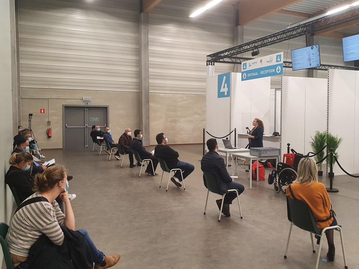 Logo Dender vzw en Eerstelijnszone Dender lanceren 'verteltassen' om kwetsbare doelgroepen te informeren over COVID-19-vaccinatie.
