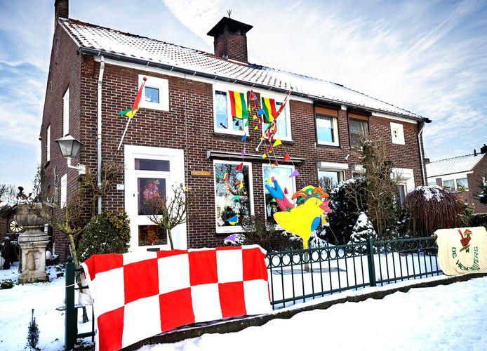 Een van de versierde huizen in Budel-Dorplein.