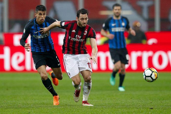 Hakan Calhanoglu d'un Milan à l'autre.