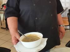 Tilburgse eetsalon serveert frikandellensoep, maar hoe smaakt dat?