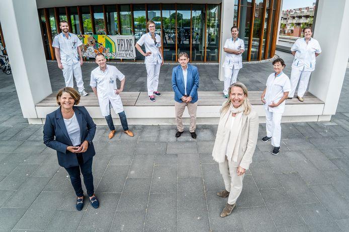 """Burgemeester Van Bijsterveldt bezoekt het Reinier de Graaf ziekenhuis. ,,Ik vind het belangrijk dat de mensen van het Reinier weten hoezeer ze worden gewaardeerd."""""""