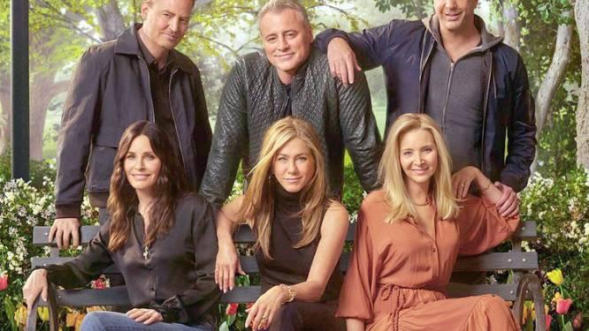 'Friends'-cast zingt samen met James Corden hun iconisch themalied