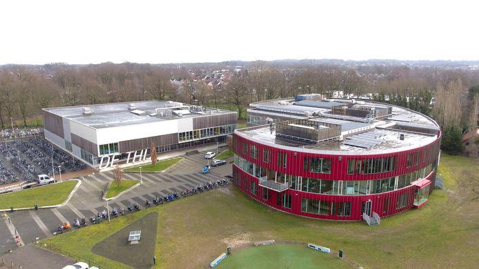Luchtfoto van locatie De Thij van het Twents Carmel College, waar vanaf het schooljaar 2021-2022 de onderbouw wordt geconcentreerd.