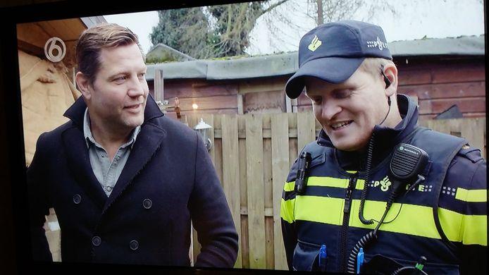 Presentator Dennis van der Geest van de serie Fort Oranje, camping of krottenwijk met wijkagent Marijn van Zundert.