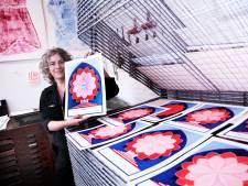 Blauw en bloemvorm zijn het hart van de Ereprent, mét het paleisje: 'Dat is natuurlijk een Tilburgs icoon'