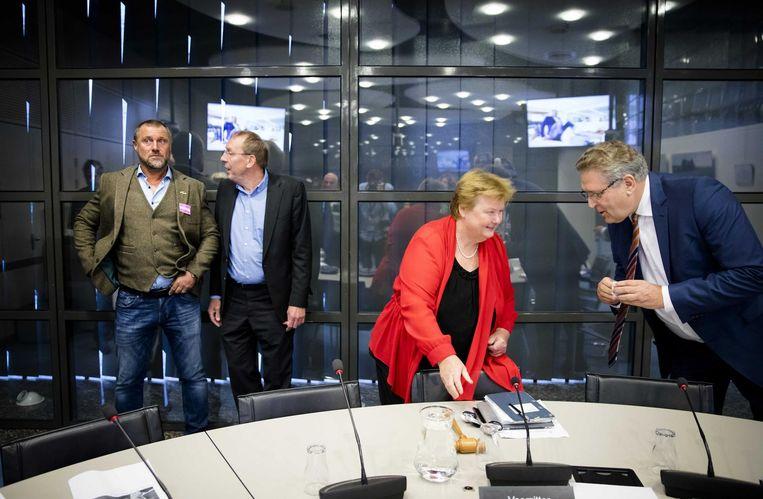 V.l.n.r.: Oud-voetballer John de Wolf, Paul Ulenbelt (SP), Brigitte van der Burg (VVD) en Henk Krol (50Plus). Beeld anp
