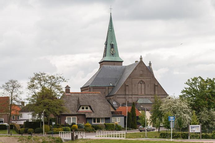 De hervormde kerk uit 1883 is nu een gemeentelijk monument.